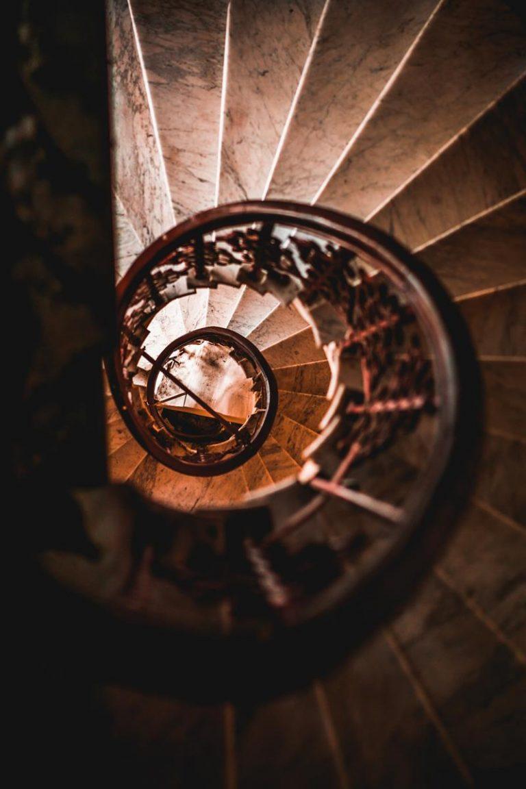 Czas rozejrzeć się za schodami?