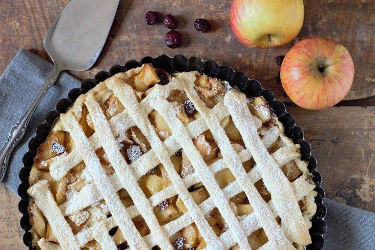 Jak przygotować pyszną tartę z kremem i owocami?