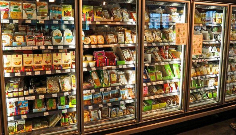 Świerze artykuły spożywcze w Delikatesach Centrum