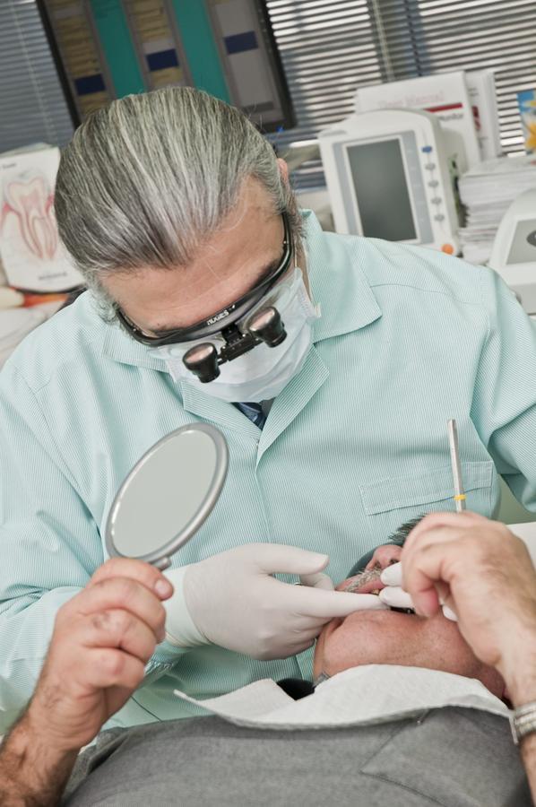 Czy warto postawić na implanty?