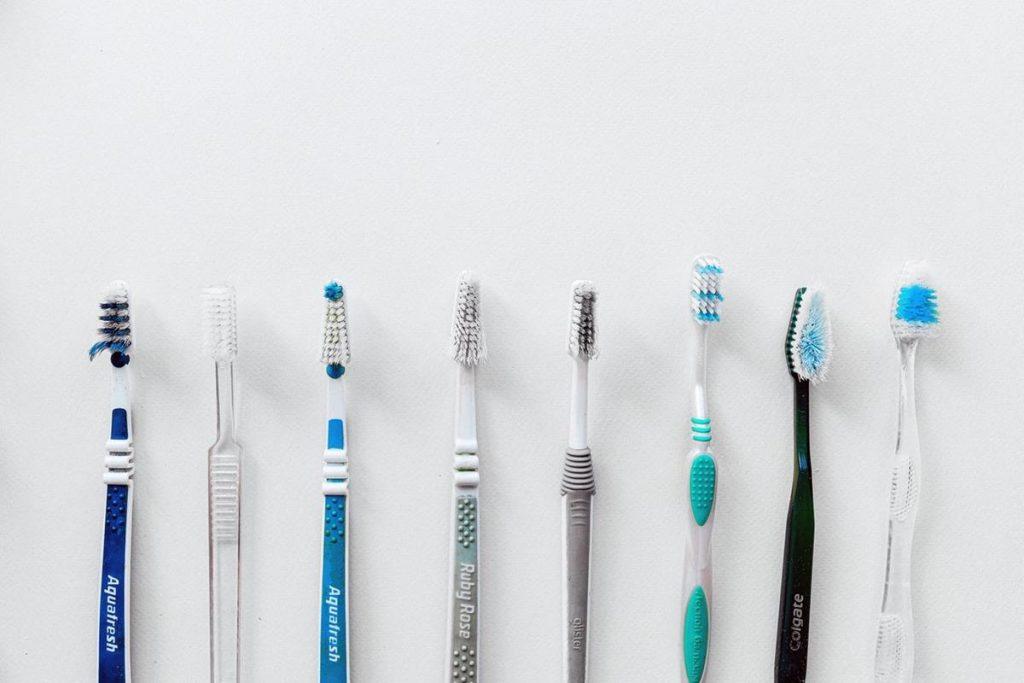 Czy warto kupić pastę do zębów z węglem aktywnym?
